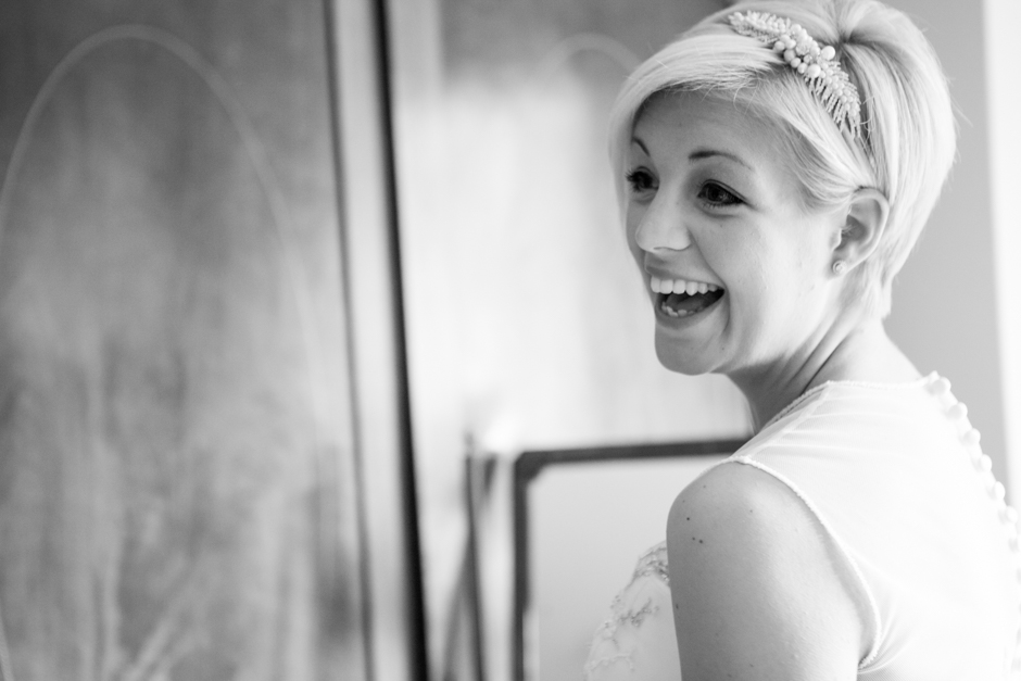 A laughing Bride!