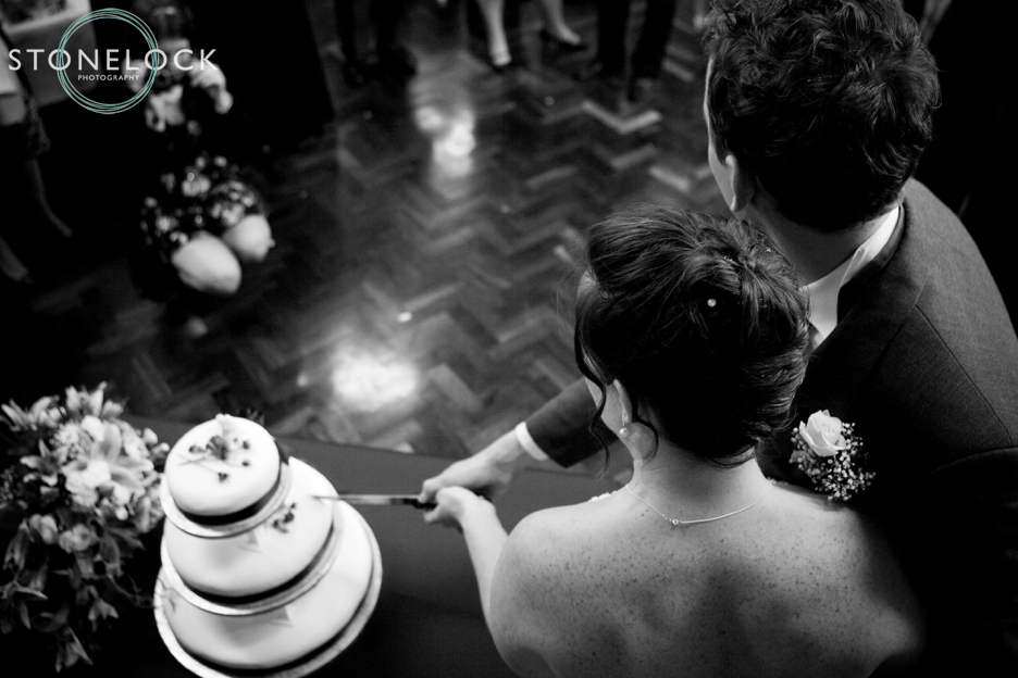 A Guide to Your Wedding Day Timeline: The Bride & Groom cut the wedding cake